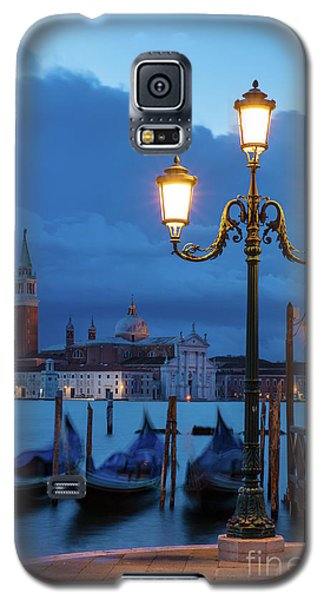 Galaxy S5 Case featuring the photograph Venice Dawn V by Brian Jannsen