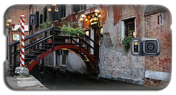 Venice Italy - The Cheerful Christmassy Restaurant Entrance Bridge Galaxy S5 Case