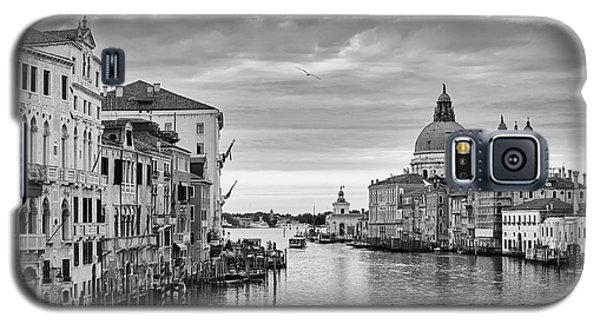 Galaxy S5 Case featuring the photograph Venice Morning by Richard Goodrich