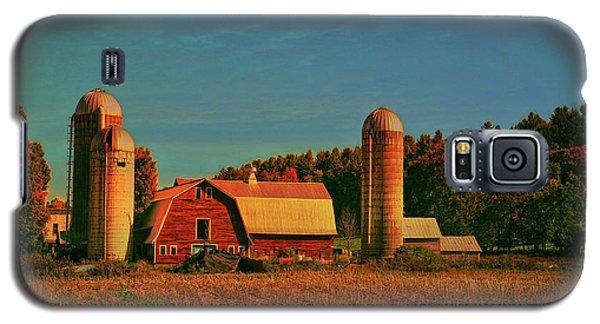 Galaxy S5 Case featuring the photograph Vermont Autumn Barn by Deborah Benoit