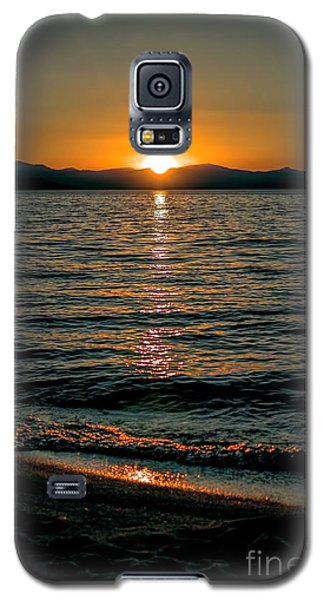 Vertical Sunset Lake Galaxy S5 Case