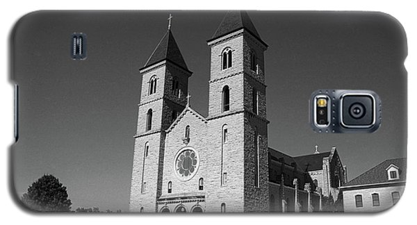 Galaxy S5 Case featuring the photograph Victoria, Kansas - Cathedral Of The Plains 6 Bw by Frank Romeo