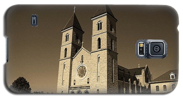 Galaxy S5 Case featuring the photograph Victoria, Kansas - Cathedral Of The Plains Sepia 6 by Frank Romeo