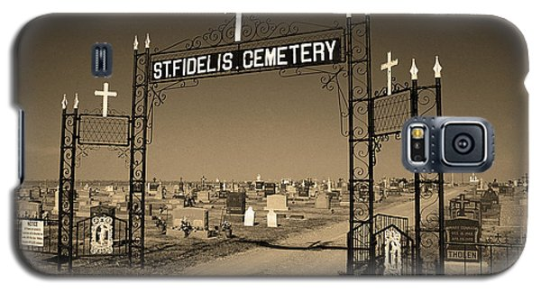 Galaxy S5 Case featuring the photograph Victoria, Kansas - St. Fidelis Cemetery Sepia by Frank Romeo