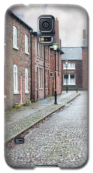 Victorian Terraced Street Of Working Class Red Brick Houses Galaxy S5 Case by Lee Avison