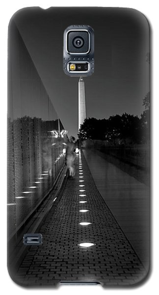 Galaxy S5 Case featuring the photograph Vietnam Veterans Memorial At Night In Black And White by Chrystal Mimbs