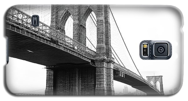 View Brooklyn Bridge With Foggy City In The Background Galaxy S5 Case