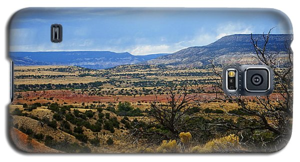 Galaxy S5 Case featuring the photograph View From Ghost Ranch, Nm by Kurt Van Wagner