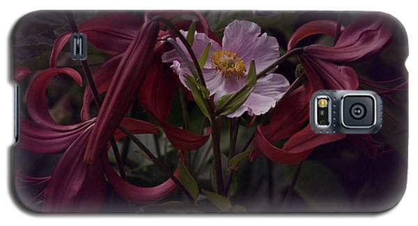 Vintage Asiatic Lilies  Galaxy S5 Case by Richard Cummings
