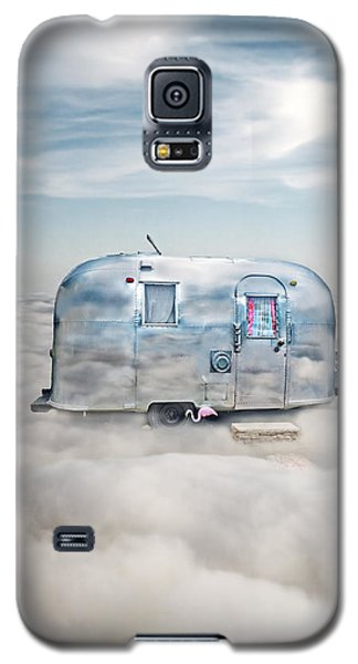 Vintage Camping Trailer In The Clouds Galaxy S5 Case