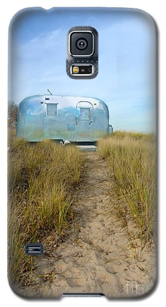 Vintage Camping Trailer Near The Sea Galaxy S5 Case