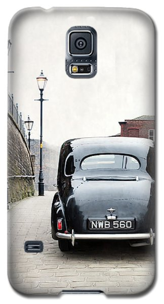 Vintage Car On A Cobbled Street Galaxy S5 Case by Lee Avison