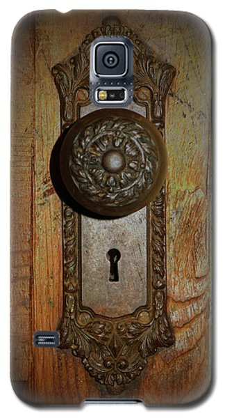 Galaxy S5 Case featuring the photograph Vintage Door Knob by Scott Kingery