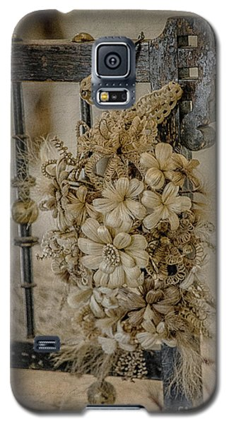 Vintage Floral Swag On A Bedpost Galaxy S5 Case