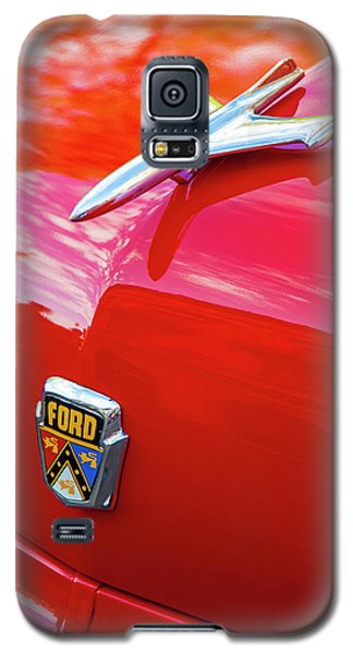 Galaxy S5 Case featuring the photograph Vintage Ford Hood Ornament Havana Cuba by Charles Harden