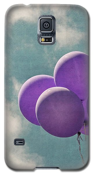 Vintage Inspired Purple Balloons In Blue Sky Galaxy S5 Case