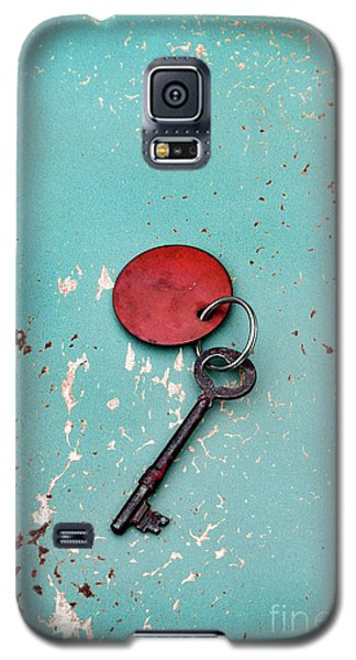 Galaxy S5 Case featuring the photograph Vintage Key With Red Tag by Jill Battaglia