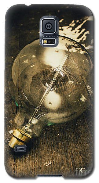 Vintage Light Bulb On Wooden Table Galaxy S5 Case