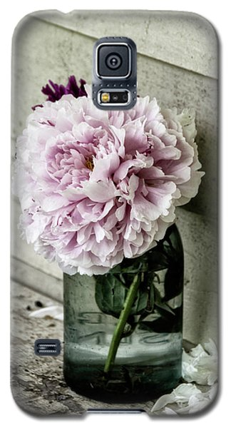 Galaxy S5 Case featuring the photograph Vintage Pink Peony In Ball Jar by Julie Palencia