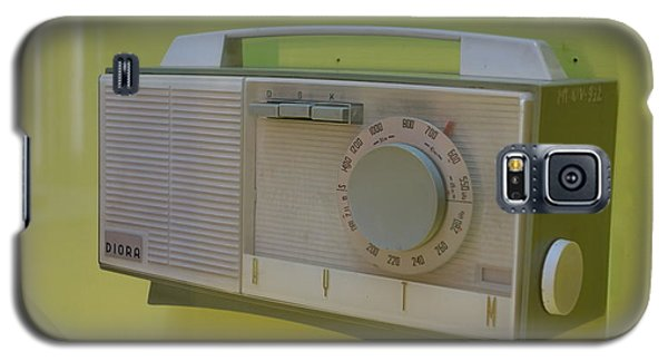 Vintage Radio With Lime Green Background Galaxy S5 Case