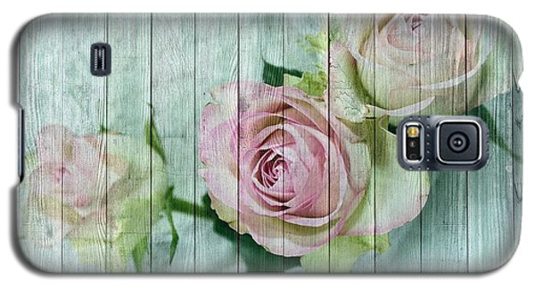 Vintage Shabby Chic Pink Roses On Wood Galaxy S5 Case