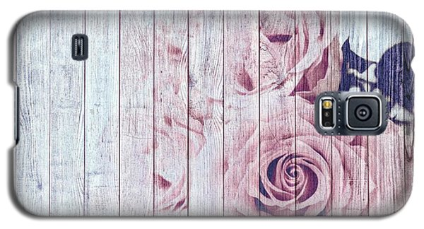 Vintage Shabby Chic Dusky Pink Roses On Blue Wood Effect Background Galaxy S5 Case