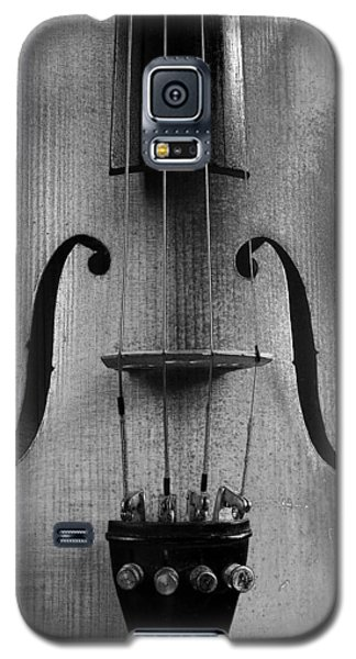 Galaxy S5 Case featuring the photograph Violin # 2 Bw by Jim Mathis