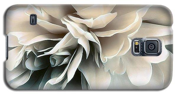 Galaxy S5 Case featuring the photograph Vivid Memories by Darlene Kwiatkowski