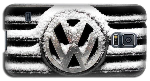 Volkswagen Symbol Under The Snow Galaxy S5 Case