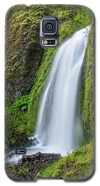 Galaxy S5 Case featuring the photograph Wahkeena Falls by Greg Nyquist