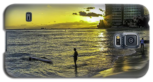 Waikiki Beach At Sunset Galaxy S5 Case by Gordon Engebretson