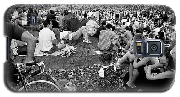 Galaxy S5 Case featuring the photograph Waiting For Dali Lama Central Park by Dave Beckerman