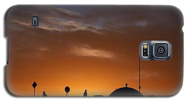 Walking At Sunset Galaxy S5 Case
