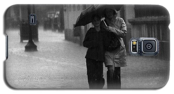 Walking In The Rain Galaxy S5 Case