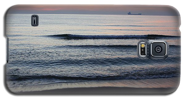 Walking On Shore Galaxy S5 Case