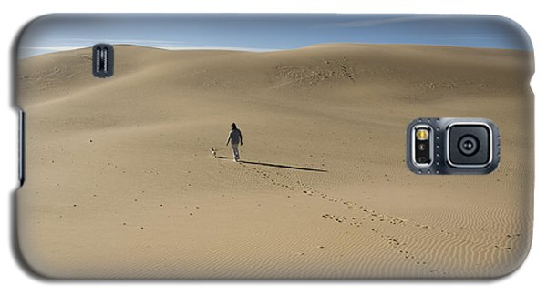 Walking On The Sand Galaxy S5 Case