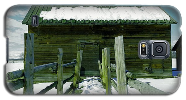 Galaxy S5 Case featuring the photograph Walkway To An Old Barn by Jeff Swan