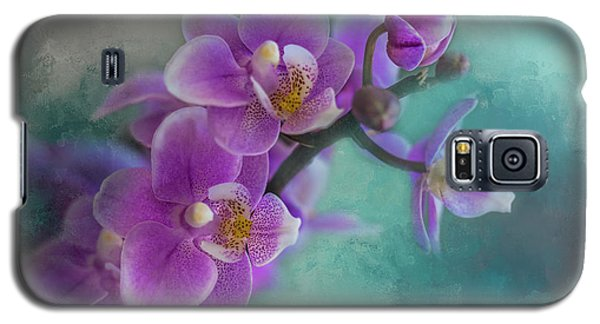 Galaxy S5 Case featuring the photograph Warms The Heart by Marvin Spates