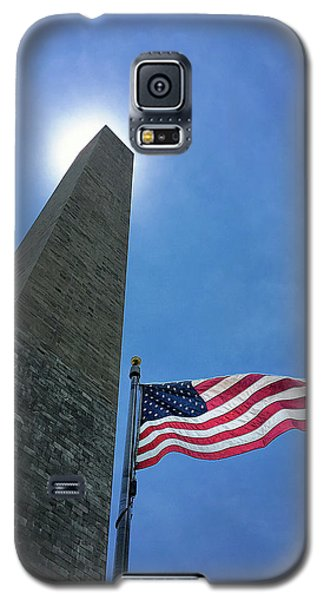 Galaxy S5 Case featuring the photograph Washington Monument by Andrew Soundarajan