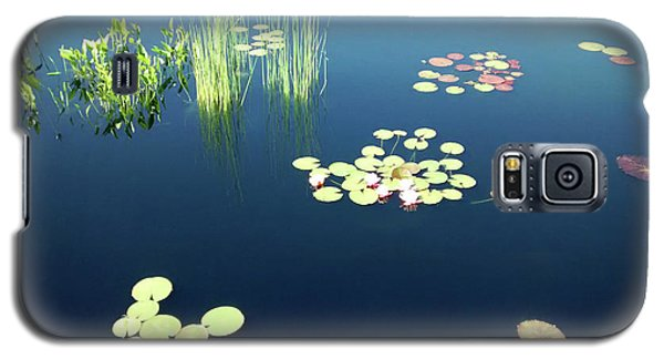 Galaxy S5 Case featuring the photograph Water Lilies by Marilyn Hunt