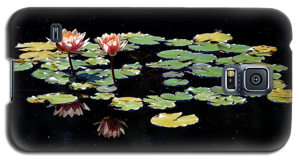 Galaxy S5 Case featuring the painting Waterlily Panorama by Marilyn Smith