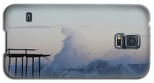 Wave Towers Over Oc Fishing Pier Galaxy S5 Case