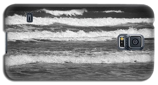 Waves 3 In Bw Galaxy S5 Case