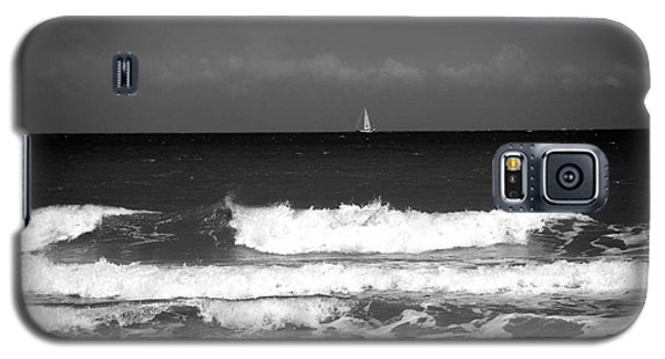Waves 4 In Bw Galaxy S5 Case