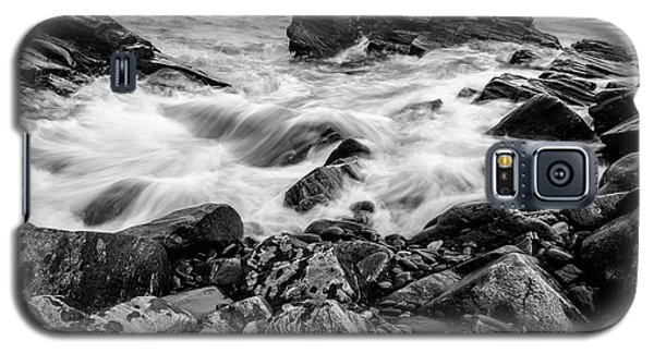 Waves Against A Rocky Shore In Bw Galaxy S5 Case