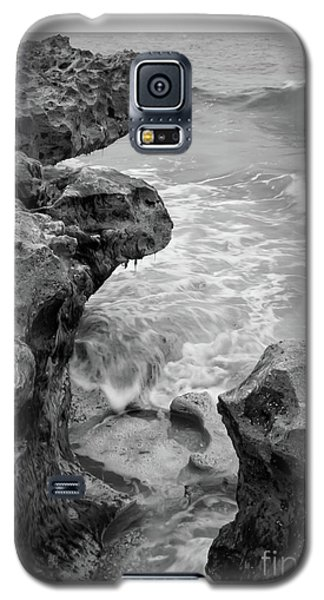Waves And Coquina Rocks, Jupiter, Florida #39358-bw Galaxy S5 Case
