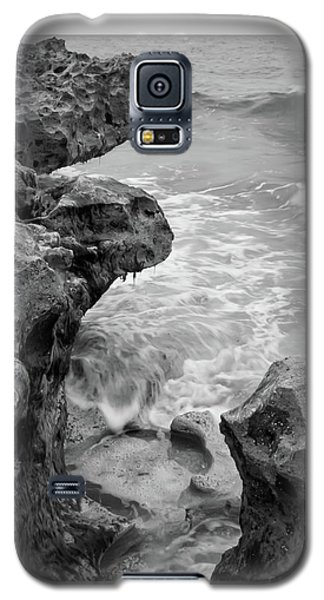 Waves And Coquina Rocks, Jupiter, Florida #39358-bw Galaxy S5 Case