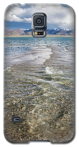 Galaxy S5 Case featuring the photograph Waves Of Namtso, Tibet, 2007 by Hitendra SINKAR