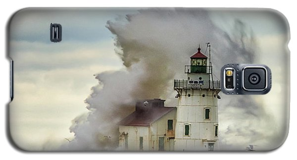 Waves Over The Lighthouse In Cleveland. Galaxy S5 Case