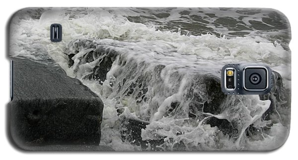 Waves Splashing Stones 2 Galaxy S5 Case